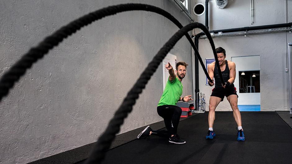 Tränar med rep på Actic gym
