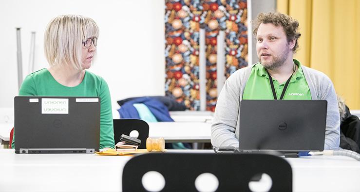 Anna Bengtsson och Daniel Landin, administratör respektive styrelseledamot från Unionenklubben IKEA /Ikano/Inter IKEA åker runt till Ikeas 70 olika arbetsställen