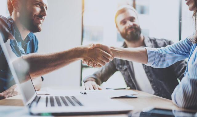 Skräddarsy ditt företagsavtal med webbverktyg från Avtal24